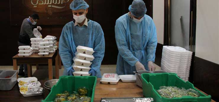 Palestinian chefs prepare food for people under quarantine